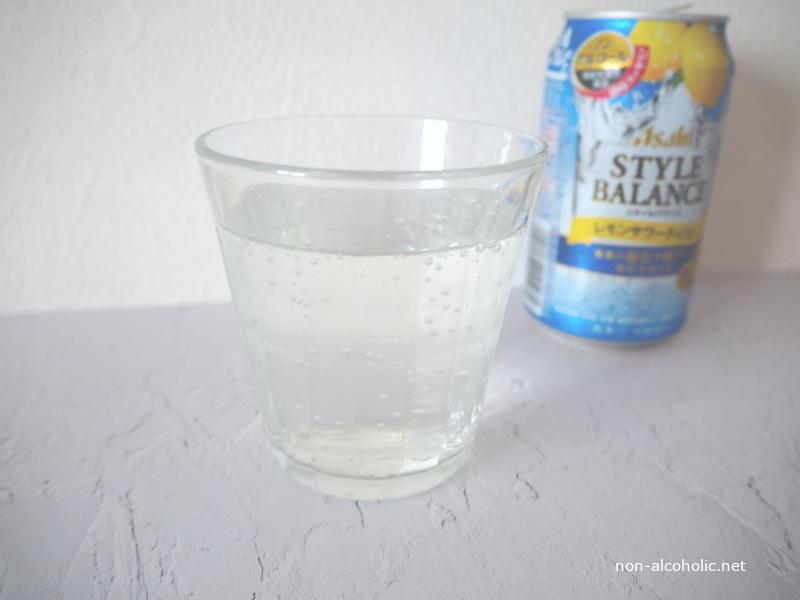 アサヒスタイルバランスレモンサワーテイスト グラスに注いだところ
