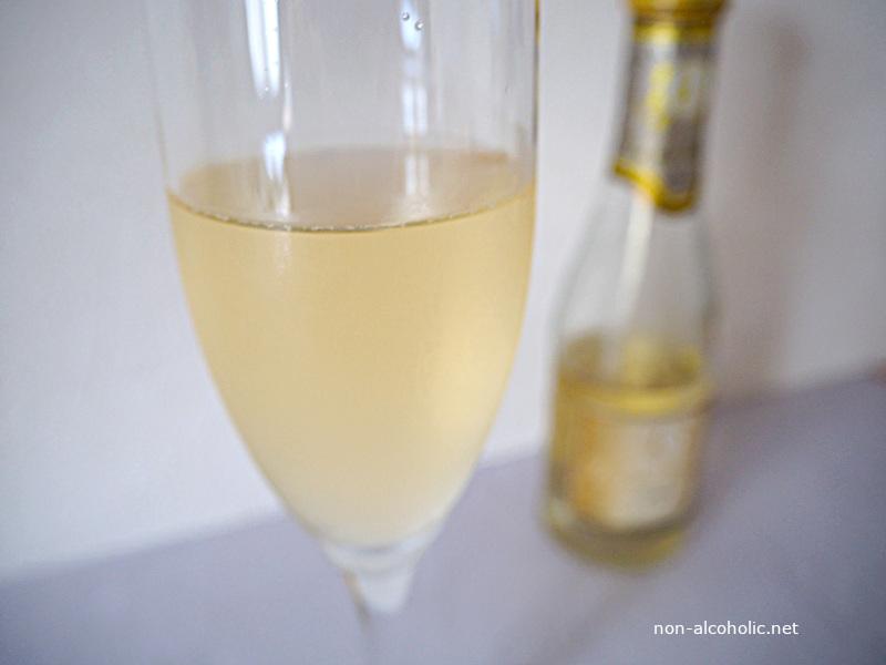 デュク・デュ・モンターニュ(白) グラスに注いだところ