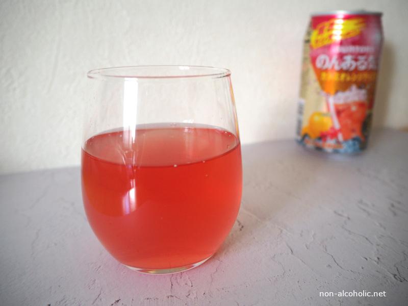 のんある気分カシスオレンジテイスト グラスに注いだところ